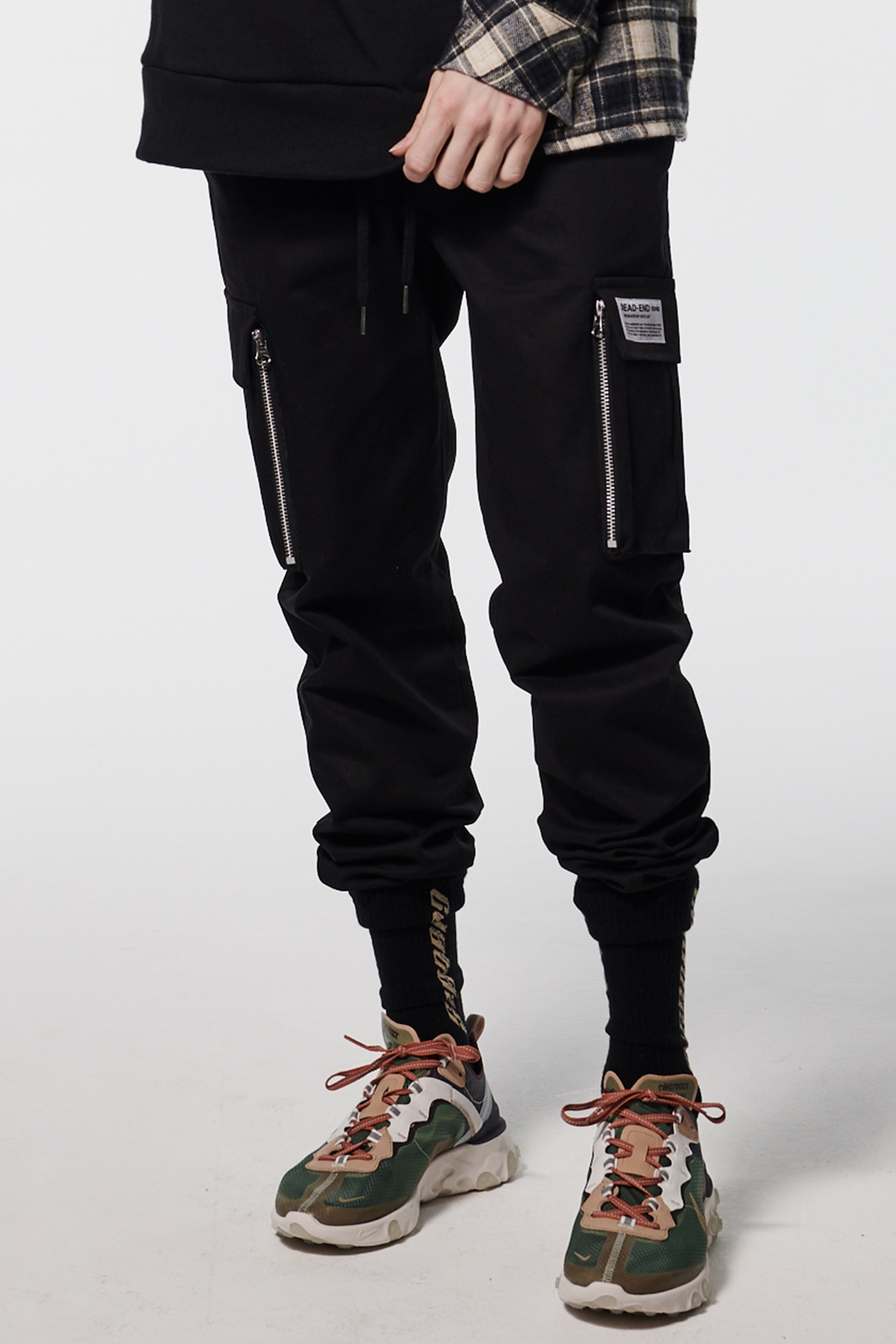 BLACK CARGO ZIPPER JOG PANTS